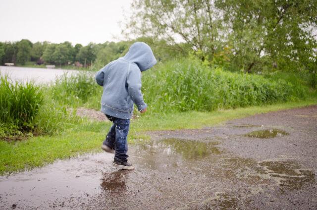 水溜り 子供