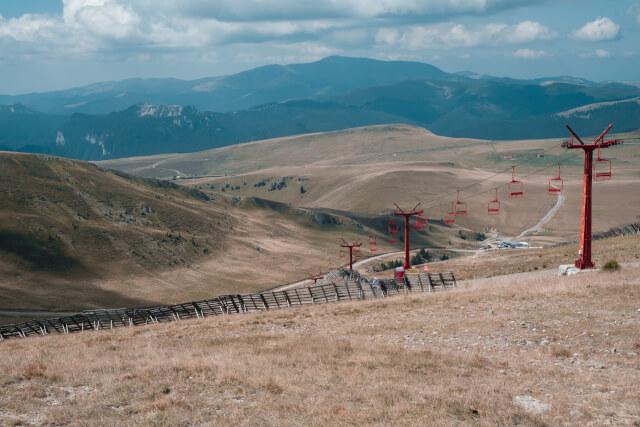 夏のスキー場と山