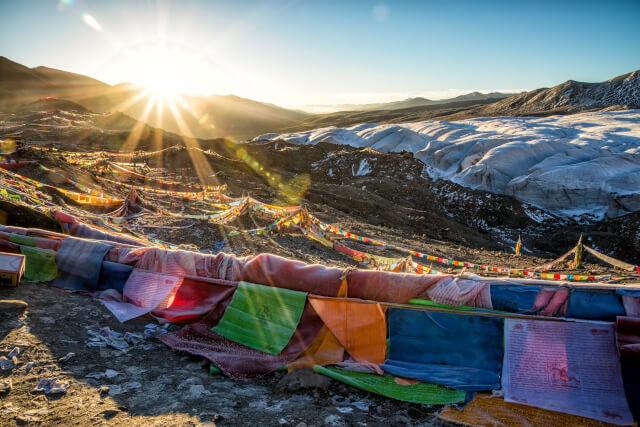 洗濯物と山